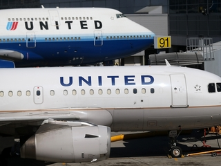 2 United pilots suspected of being drunk