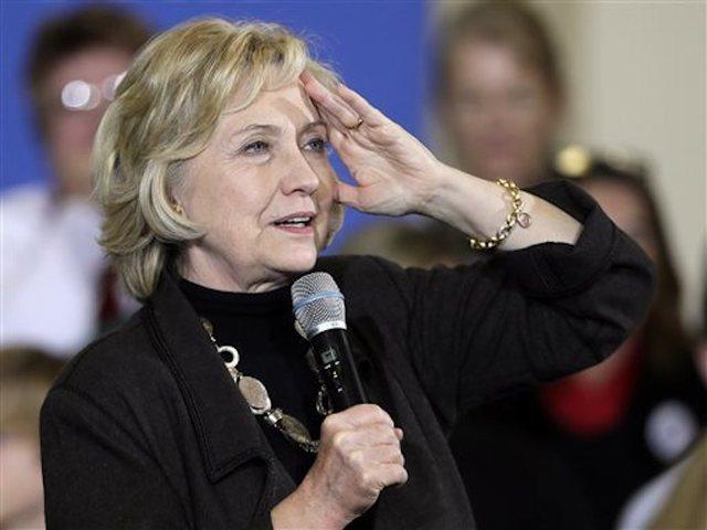 Democratic Candidate Bernie Sanders Attacks Hillary Clinton in a Sharp Note