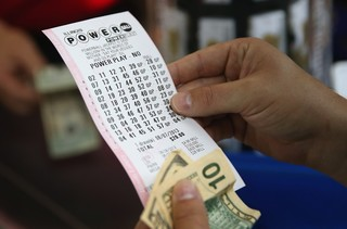 5 of the biggest lottery winners in history