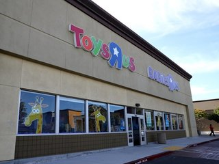 Bankrupt Toys R Us is hiring for the holidays