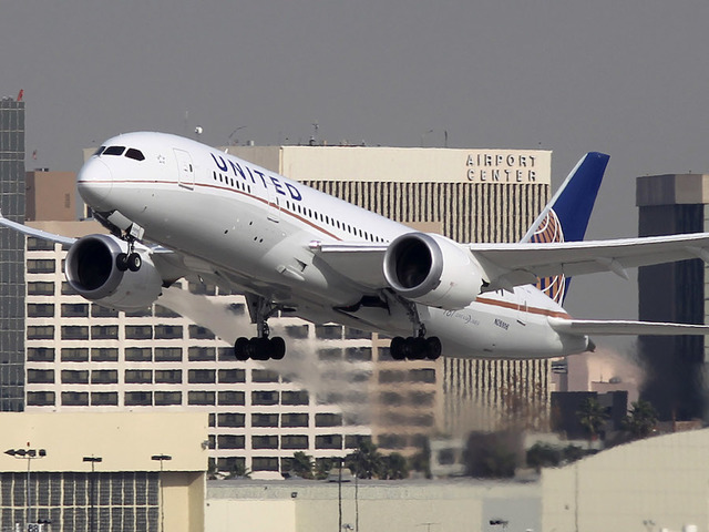 United Airlines swaps out employee bonuses with lottery