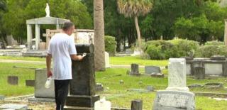 Man honored for restoring veterans headstones