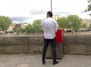 Open air urinals cause uproar in Paris